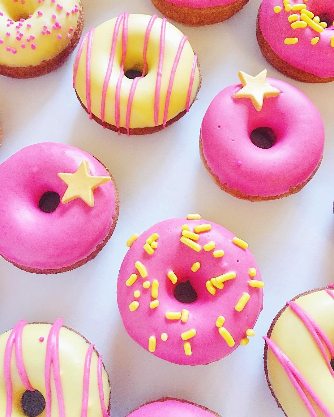 Sprinkles Bakery_sweets_mini donuts_pink gold